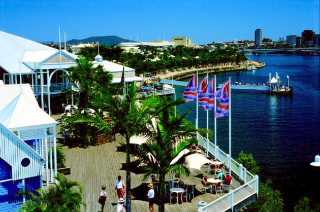 Restaurants, funky bars and great shopping at the South Bank Parklands