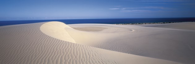 Pristine nature: Sand Dunes of Fraser Island - Photo Tourism Queensland