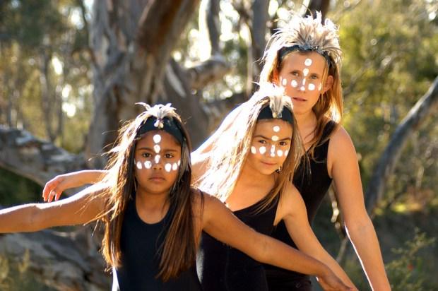 Aboriginal Dancers - Echuca - Photo William Quilliam